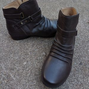 NWOT Women's Naturalizer Brown Leather Booties 9M